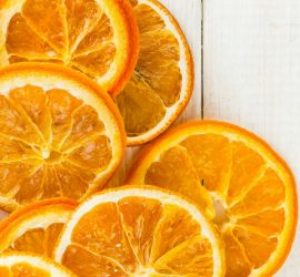 How to dry orange slices. Dry orange slices in your home oven. A perfect activity for the festive season.