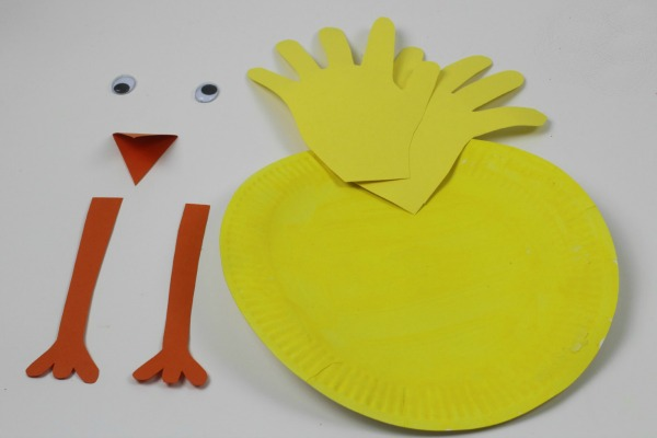 Paper plate hand Print chick, a fab, simple spring or easter craft for kids of all ages. An easy spring craft for kids