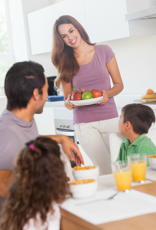 10 Tips for encouraging family mealtimes