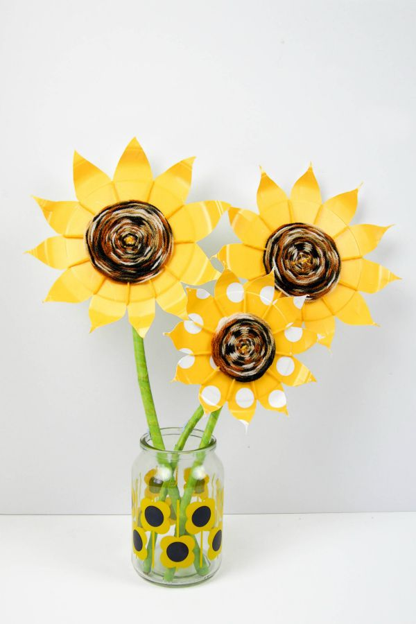Make these stunning sunflowers. Paper plate weaving is a simple kids craft and looks amazing