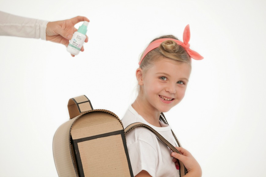 Mythbusting head lice and nits mum in the madhouse for Can head lice transfer in swimming pools