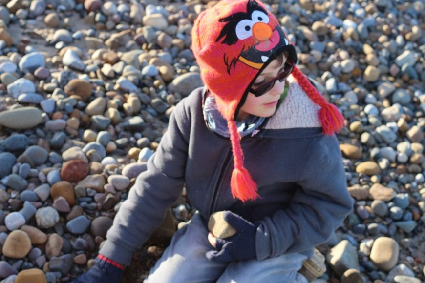 Free beach activities for families. Have fab free fun at the beach with kids with our super fun activities to help make memories that will last a lifetime.