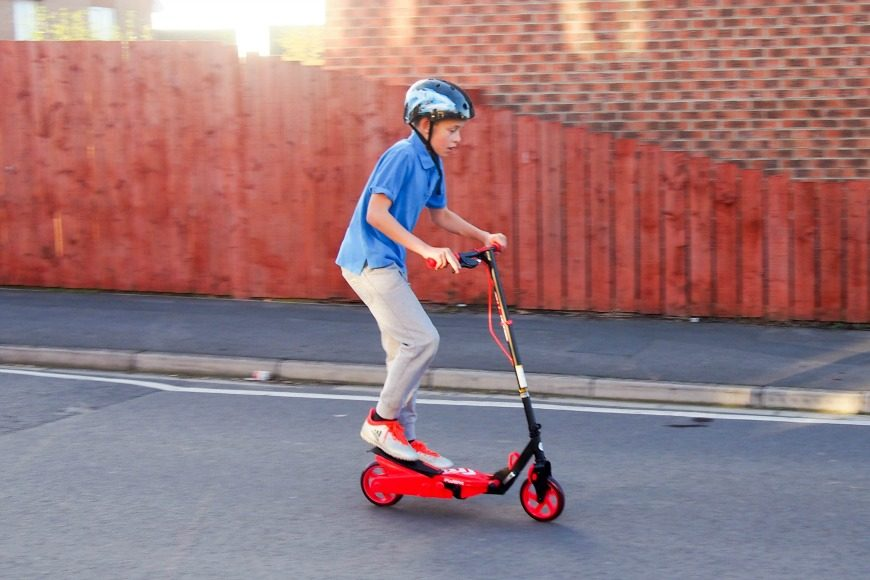A review of this year's must have scooter - the Yvolution Y Flyer Scooter.  See what The tweens though of the Yvolution Y Flyer Scooter