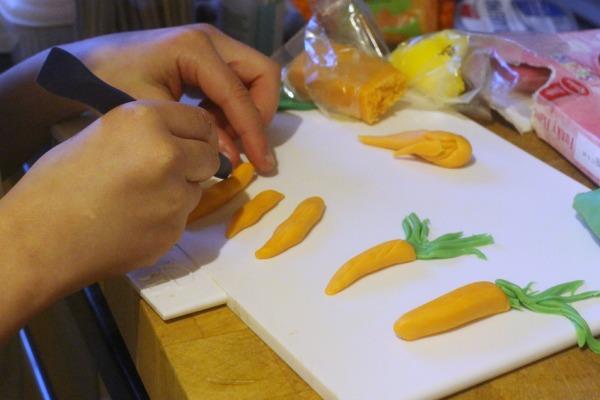 Maxi making carrots