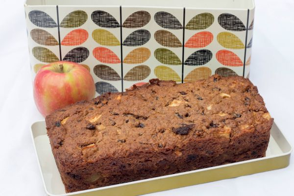 Quinoa, apple and cinnamon cake