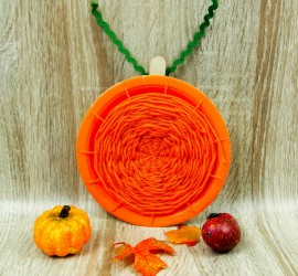 Pumpkin paper plate weaving