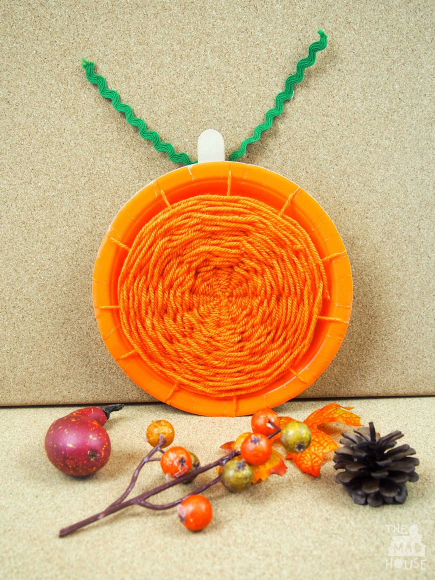 Pumpkin paper plate weaving a super simple weaving kids craft perfect for Autumn and Halloween & Pumpkin paper plate weaving - Mum In The Madhouse