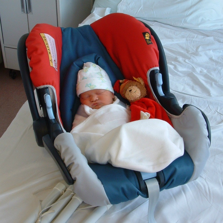 Keep Newborns Happy on Car Journeys