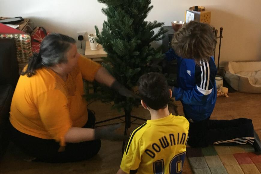 Christmas tree putting up