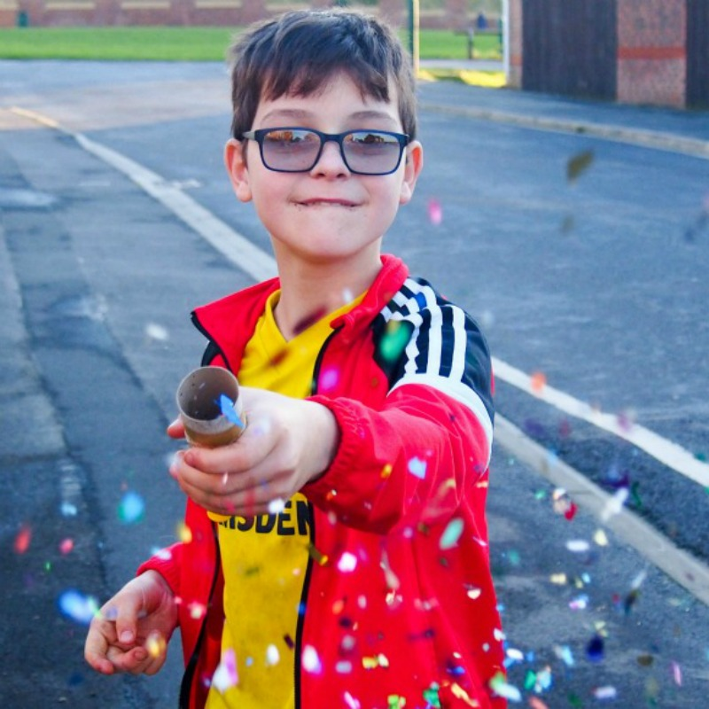 TheseToilet Roll Confetti Poppers are simple to make and such a fun craft and activity for kids. They are perfect for celebrations including New Year
