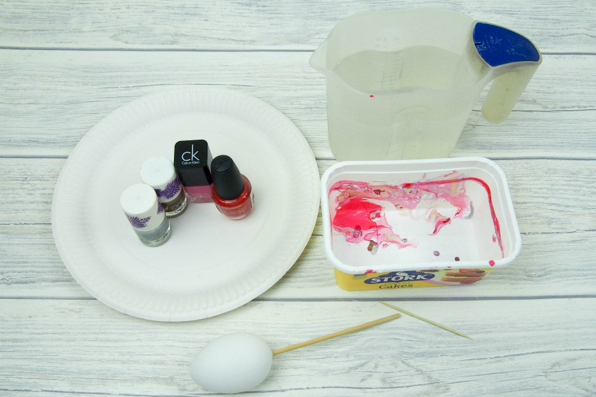 How to marble eggs with nail varnish - Mum In The Madhouse