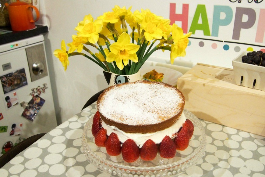 How to make the perfect Victoria Sponge. Follow our secret tip to make the most delicious classic Victoria Sponge Sandwich. This tea time mainstay is a brilliant bake for cooking with kids.