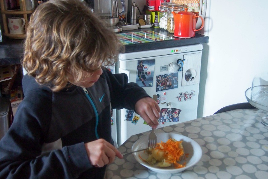 Did you know that you can cook Jacket Potatoes in your crock pot or slow cooker? This has been a midweek meal game changer for me and a fab family friendly meal.