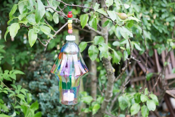 DIY Garden lantern - This is a fantastic DIY craft for upcycling plastic bottles. A