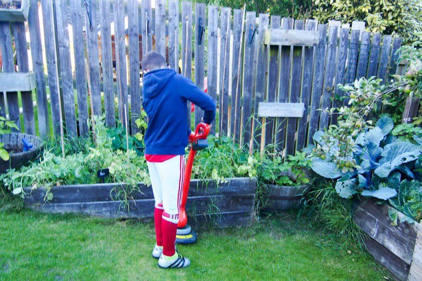 10 Giant DIY Garden Games