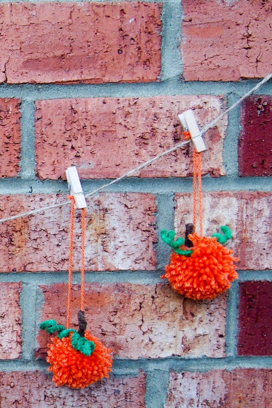 How to make Pom pom pumpkin garland