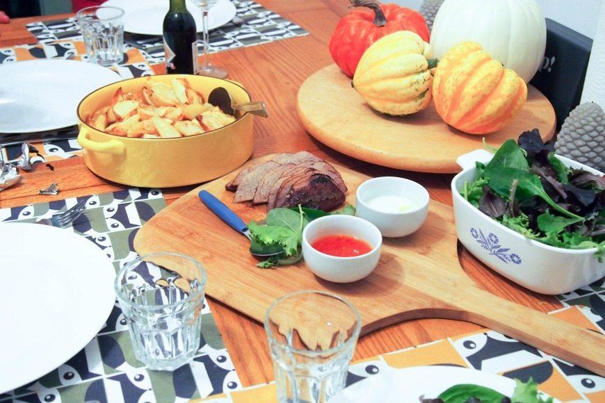 piri-piri-beef-and-wedges-table