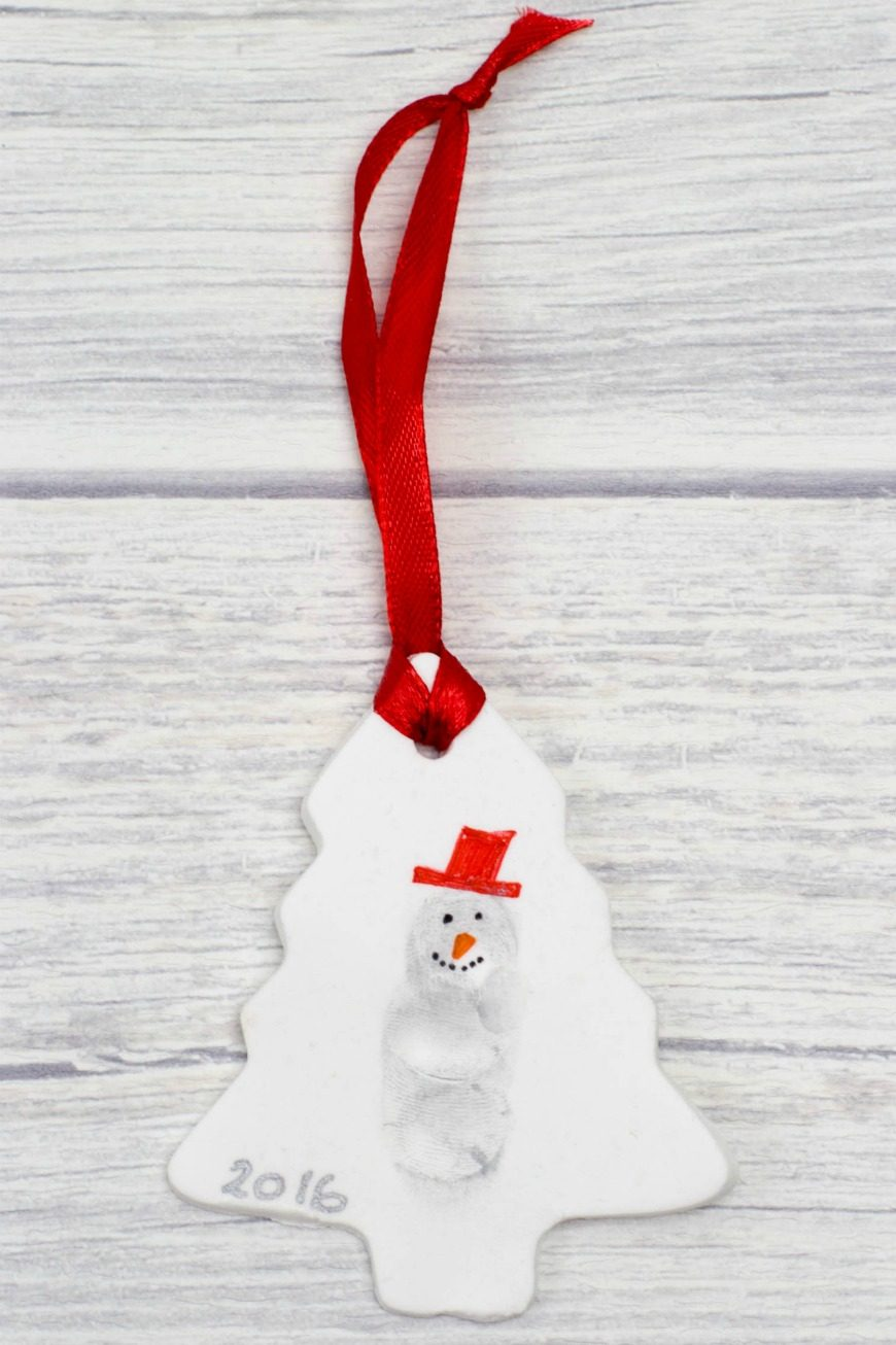 These DIY fingerprint snowmen Christmas ornaments are great for making memories and as a keepsake for your Christmas tree. A fab kids craft for Christmas