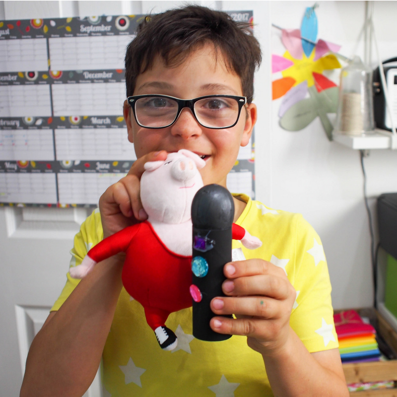 How to make a toilet roll microphone. Aa super simple kids craft that is a great way to recycle cardboard tubes and perfect for pretend play.