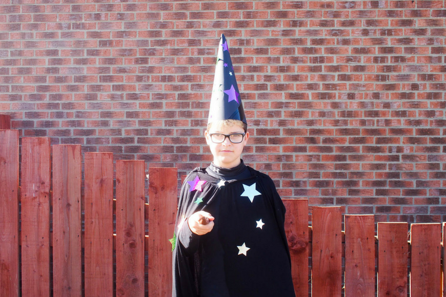 5 DIY Halloween Outfits from things you have at home wizard costume
