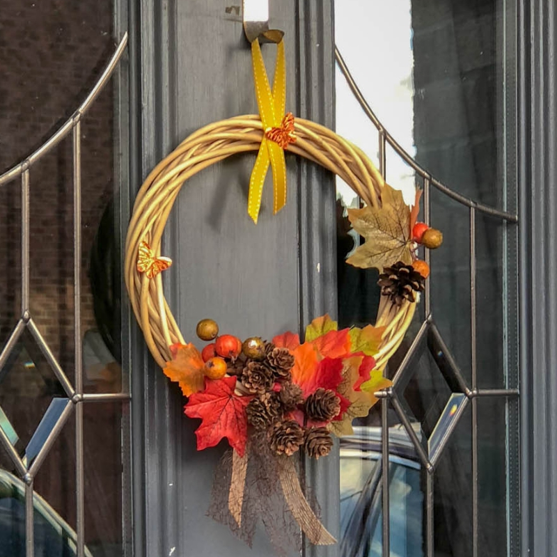 How to make simple but stunning Autumn Wreath. A DIY Fall wreath is one of the simplest ways to transform your home for the season.