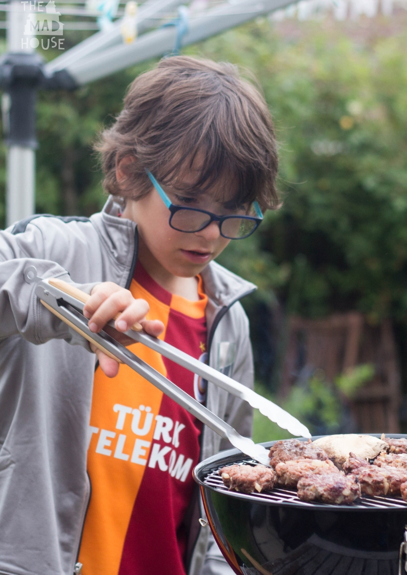 How to have a fabulous family BBQ. Forget the mess and make the most of of fantastic grilled food with our tips for the perfect family BBQ.