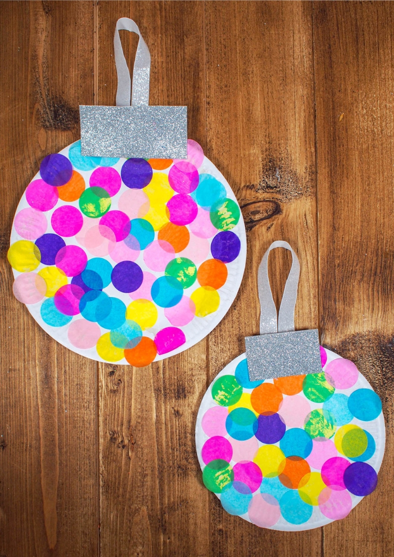 These paper plate baubles are simple, mess-free and perfect for younger children, plus they look amazing. Can you imagine a giant tree with these on perhaps in a classroom?