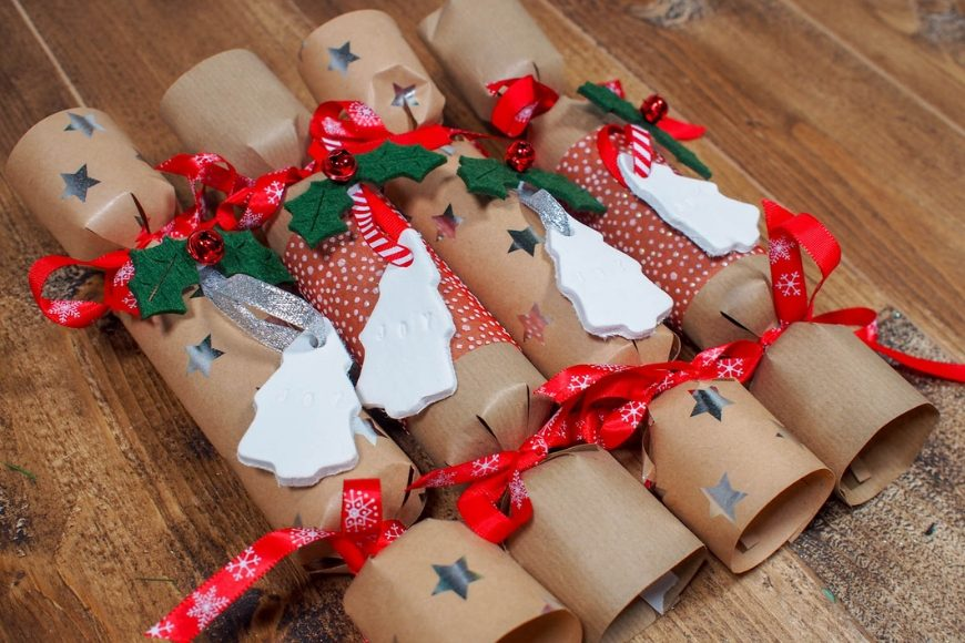 Make Your Own Homemade Christmas Crackers Mum In The Madhouse