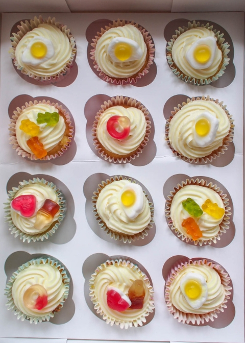 How cute are these vanilla cupcakes and icing? A super simple recipe using just one 250g block of butter!