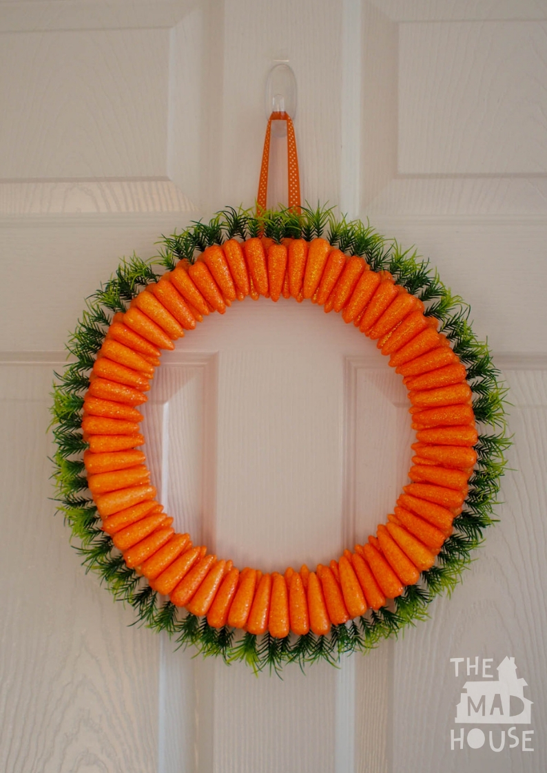 Make a Easter Carrot wreath with this easy to follow tutorial using glitter carrots.