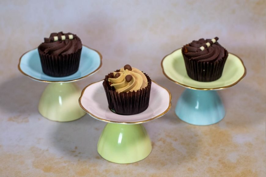 Cake stands make elegant table pieces for a party and making them couldn't be more straightforward with our Blu Tack Hack.