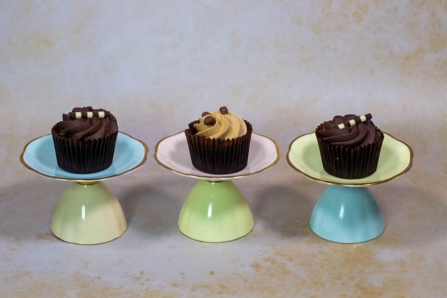 Cake stands make elegant table pieces for a party and making them couldn't be more straightforward with our DIY Temporary Cake Stands