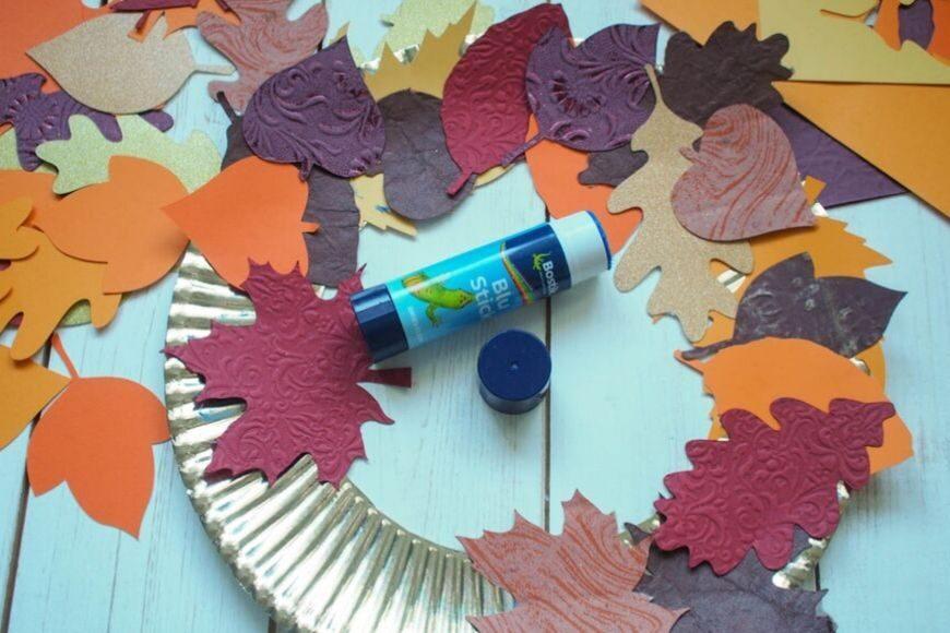 How to make a DIY Autumn Paper Leaf Wreath