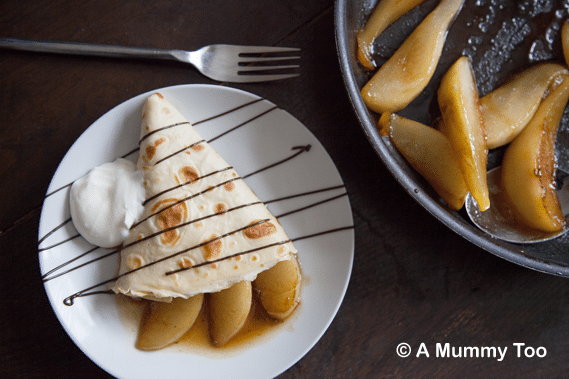 Pancakes with caramelised pears and chocolate