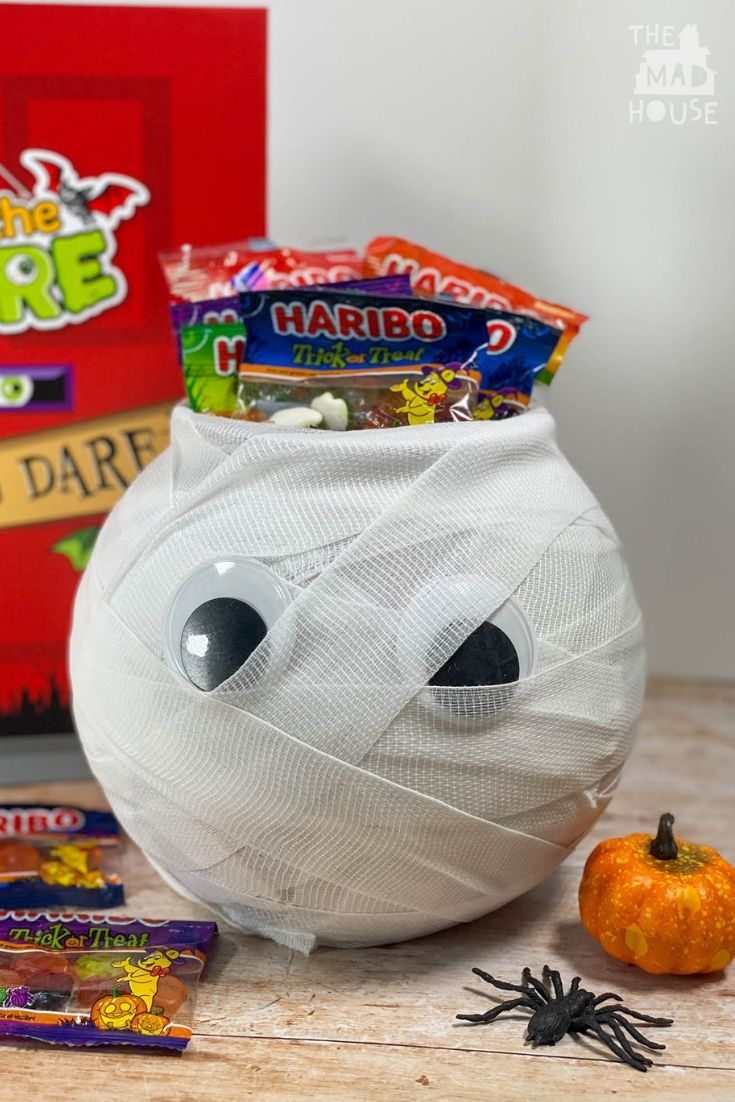 This cute DIY Mummy Trick or Treat bowl is the perfect addition to your Halloween festivities. Simple to make and only takes a few minutes. #Halloween