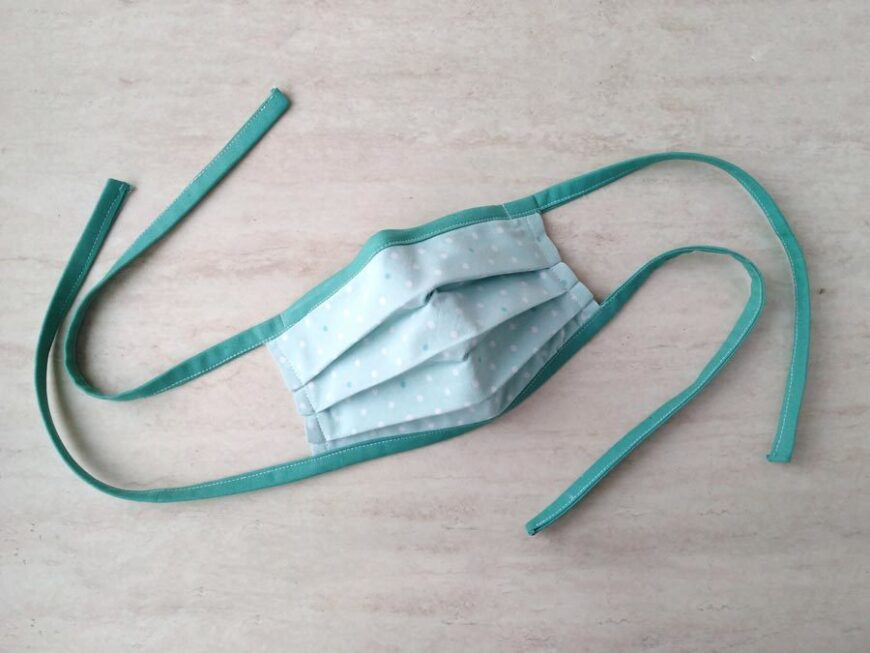Cloth face mask with adjustable ties