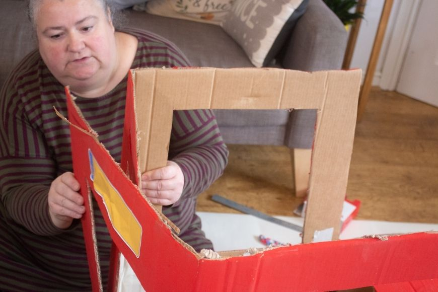 How amazing is this DIY Cardboard Box Tractor that folds flat for storage. This tutorial also comes with fab free printables.