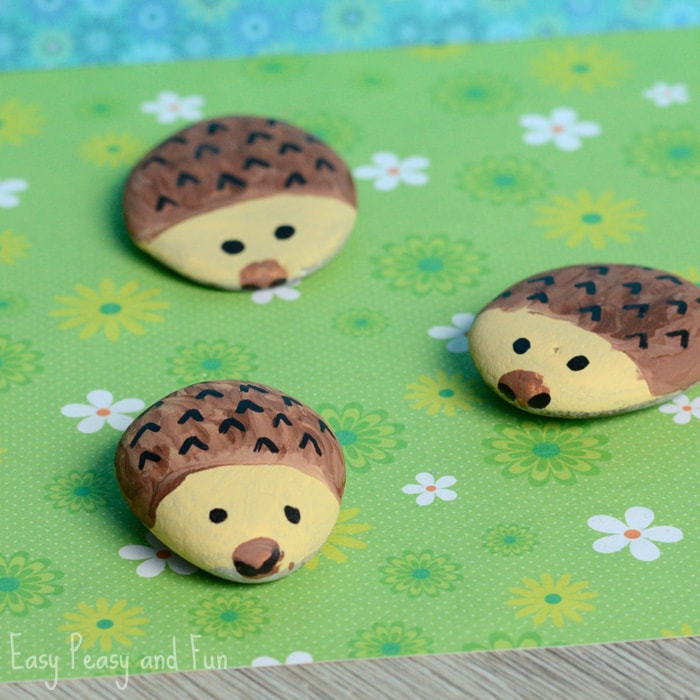 These simple rock painting ideas for kids will inspire your children to turn a stone in to a work of art. A fun DIY craft for all.