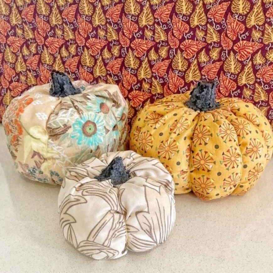 A simple step by step tutorial that shows you how to make a fabric pumpkin. A fun Autumn/Fall craft that looks amazing.